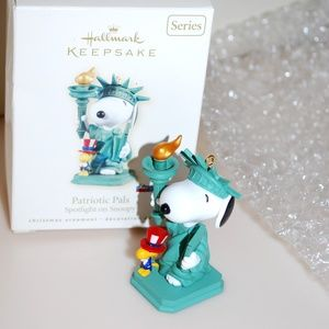 Snoopy Statue of Liberty Christmas Ornament